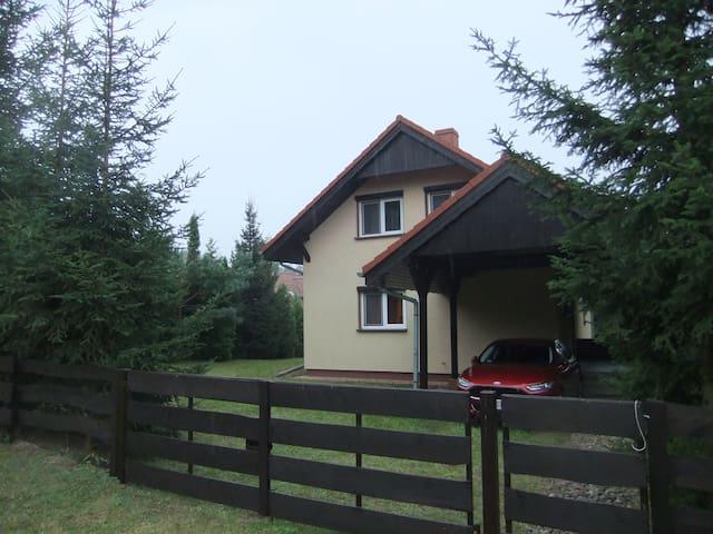 Duży dom w pobliżu jeziora Lubikowskiego i lasu