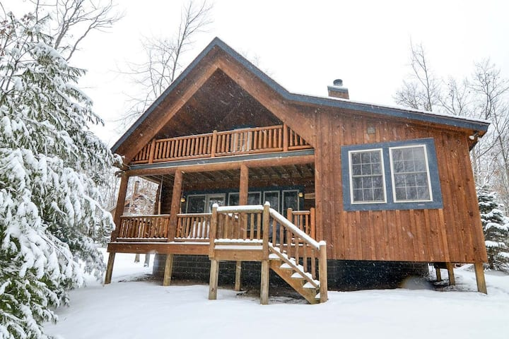 Wooded Log Cabin w/Indoor Hot Tub, Pool Table, & 2 Wood Fireplaces!