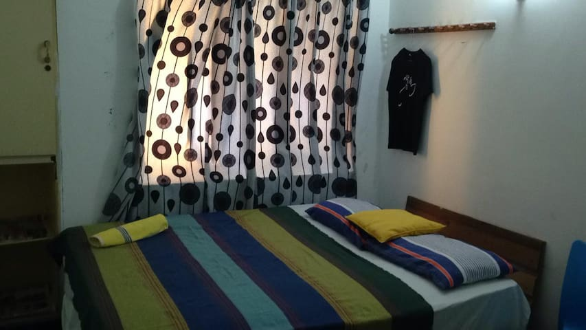 Off Marine Drive, Double Room in Central Colombo