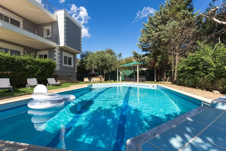 290m² homm Villa with Pool close to the Airport