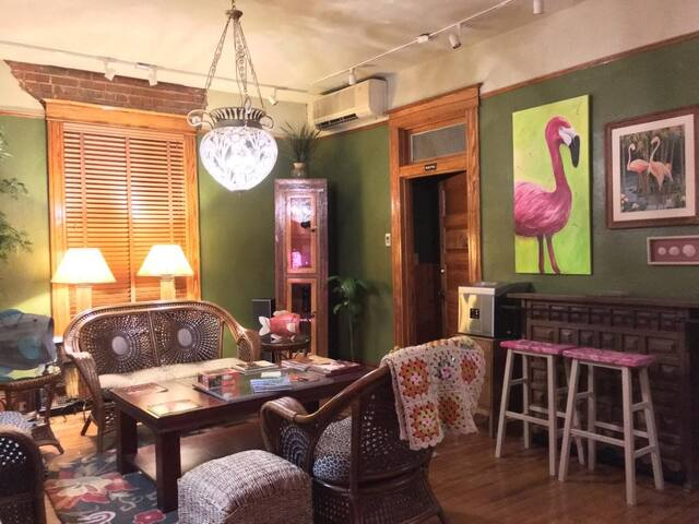 Flamingo Flatts Unique Boutique Hotel - San Angelo - Bed & Breakfast