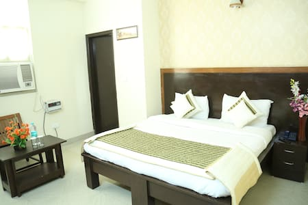 A 3 star Budget Hotel in noida, The Property at Sector 62 noida has set new standards of quality in Indian hospitality, blending the luxuries of a hotel and the comforts and privacy of a home.