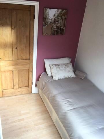 Good clean room - Newport - Newport - Casa