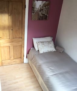 Great single room - nr hospital - Newport - Maison