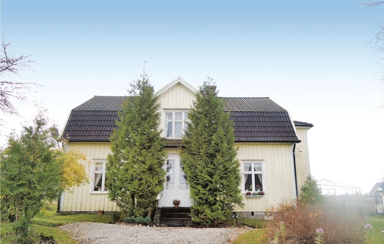 Holiday cottage with 2 bedrooms on 120m² in Blidsberg