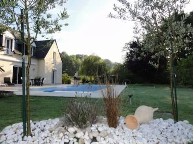 Grande maison en bord de Rance avec piscine - Pleudihen-sur-Rance - Hus