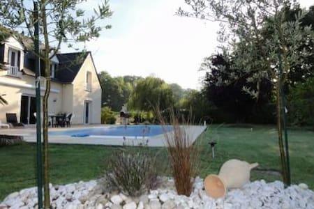 Grande maison en bord de Rance avec piscine - Pleudihen-sur-Rance