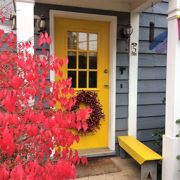 Your private entrance through this bright doorway. Park on the left in the driveway then come on it!  Welcome~