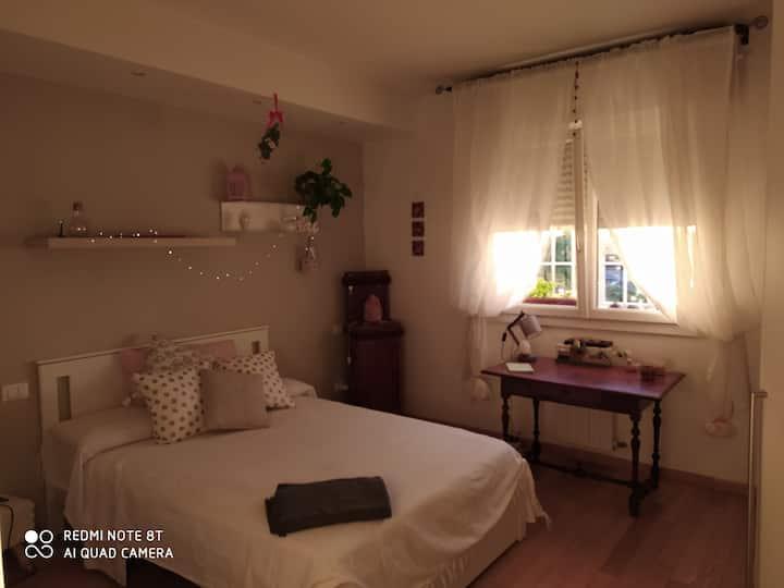 Confortevole camera matrimoniale con bagno privato