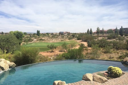 AZ Escape - Golf course family home - Cornville