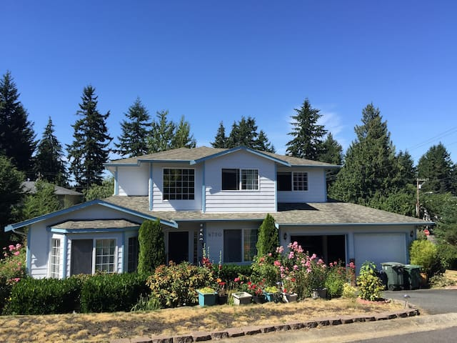 Comfortable room in Seattle suburb, close to beach - Edmonds - Huis