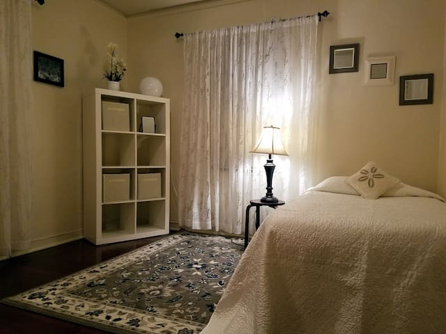 Downtown Location! Long Term Rental Solo Traveler!