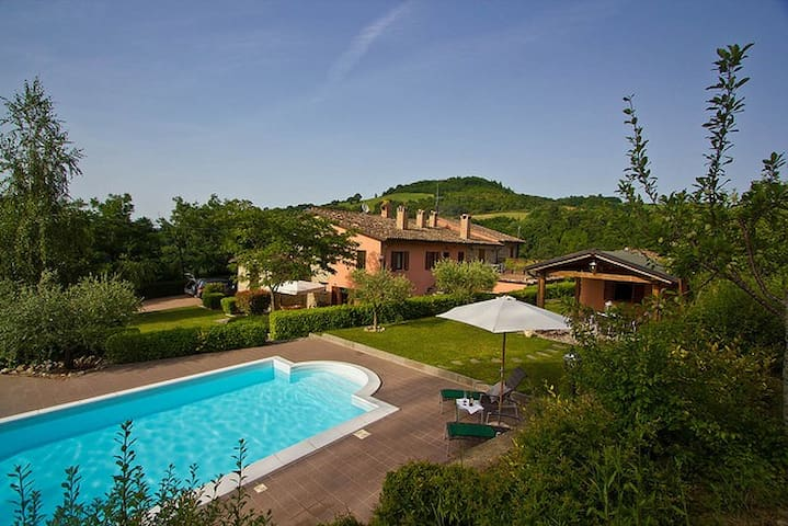Banci, villa with pool near Urbino