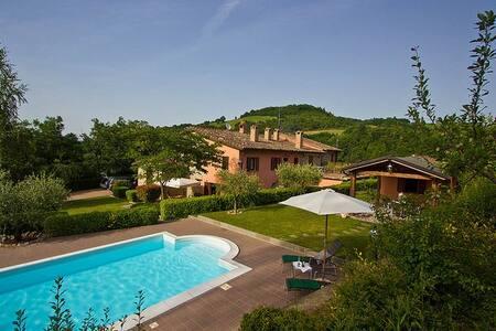 Banci, villa with pool near Urbino - Hus