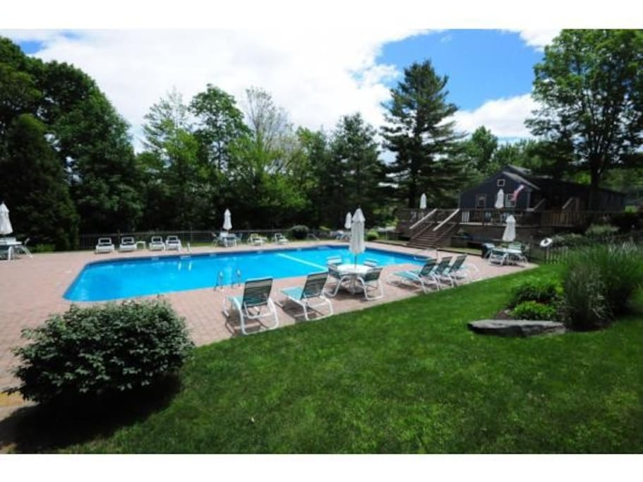 Shared Outdoor pool (Open Memorial Day to Labor Day only)