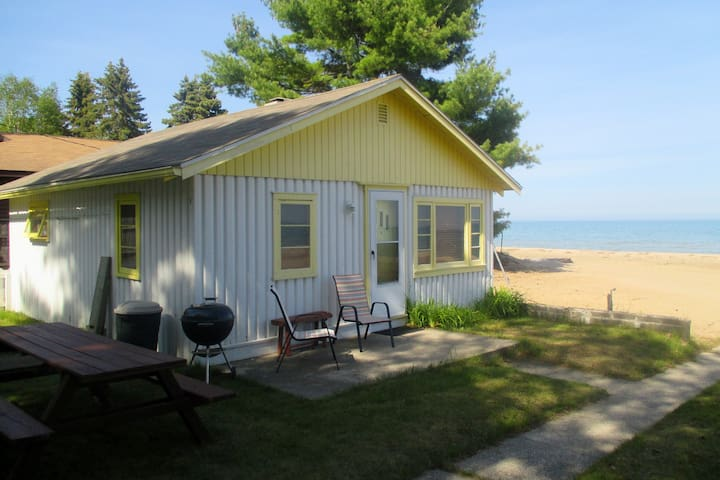 Beach front Cabin #1 on Lake Huron - Greenbush - Cabaña