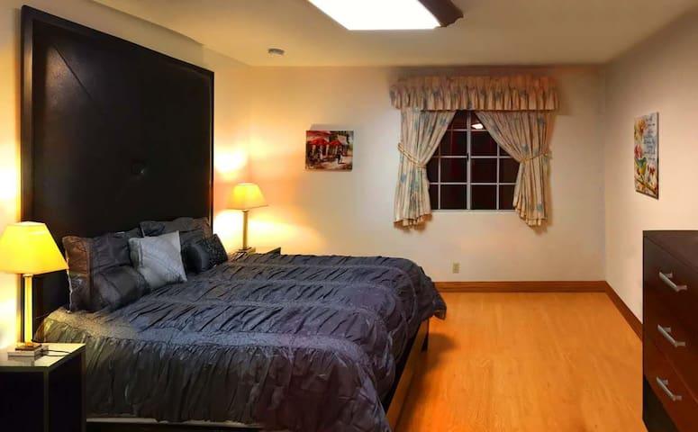 Beautiful bedroom in luxury house - Arcadia - Huis