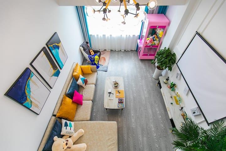 野象旅人[欢乐颂]80平两室两厅loft公寓,投影仪,按摩椅,娃娃机,博物馆,孔庙,府山角。