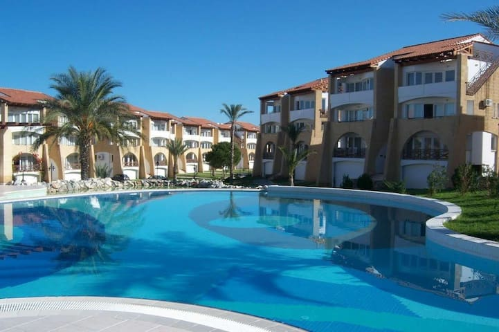 1 bedroom Flat in Centre Kyrenia with Gym and Pool