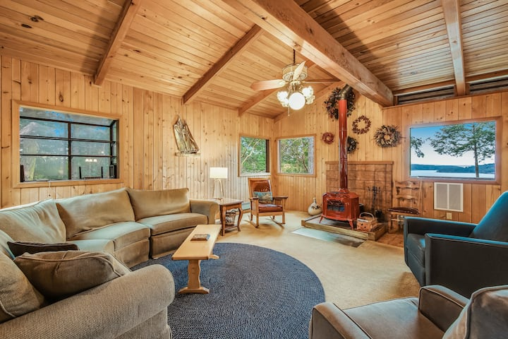 Beautiful views, wood stove, private deck!