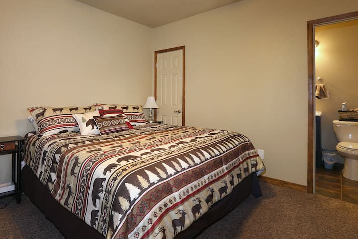 New Master bedroom w/ King bed, 32 in. HD Streaming TV and attached bath.