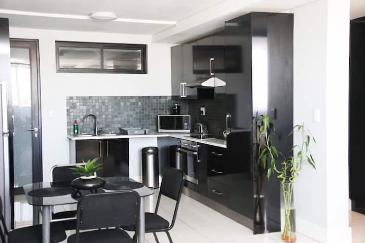 2 bedroom @77 on Independence CBD with pool & gym🍃