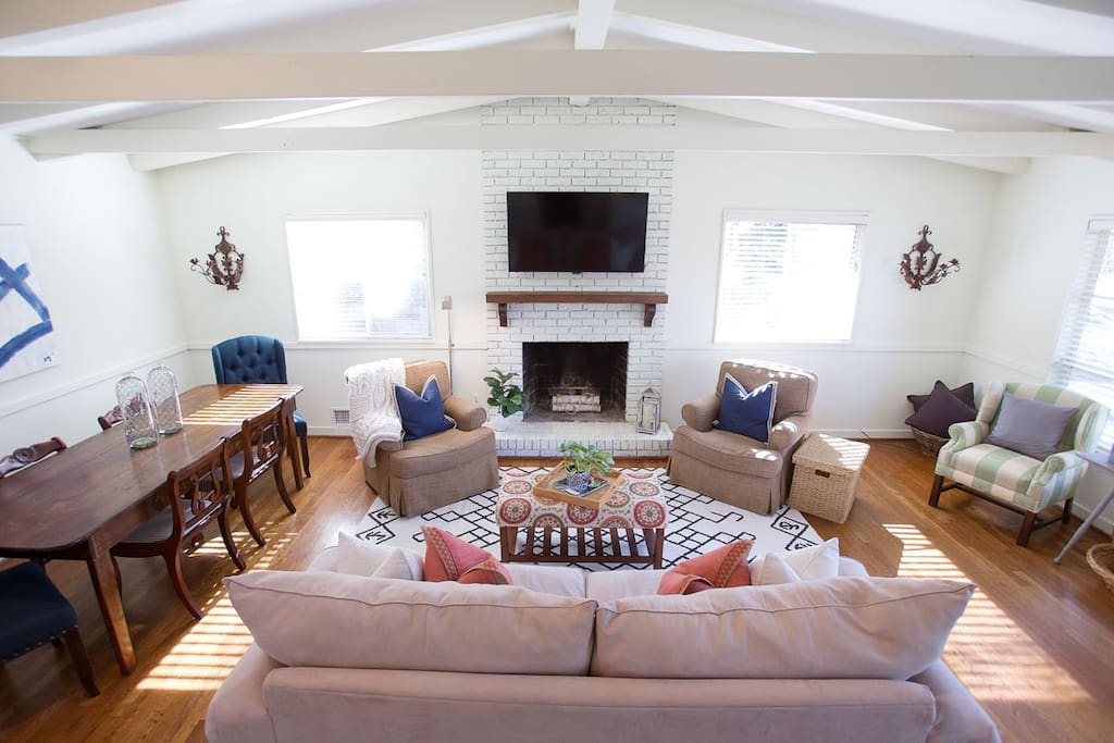 Cozy living area with plenty of seating!