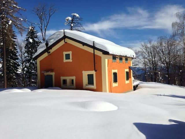 B&B alpe cavallotti -camera arancione