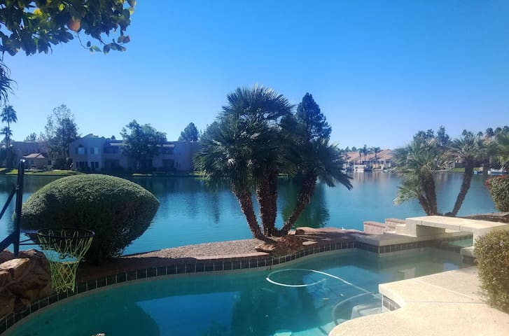 Gilbert Lakefront Home-Heated Pool/Spa Sleeps 9 - Gilbert - Casa