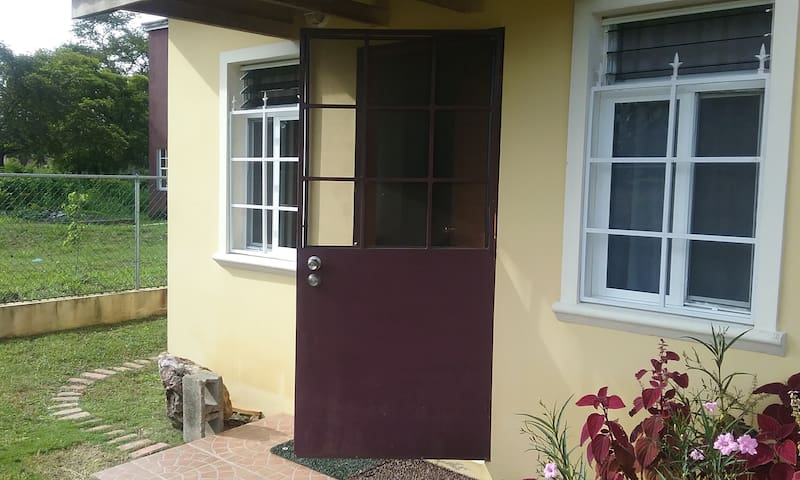 Premium Tiny Apartment - Belmopan - Byt