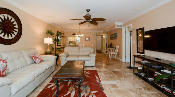 Condo 107 Experience Paradise in this 2BRs 2Bath resort located right on the number 1 Beach in America At Sea Shell Beach Front Property