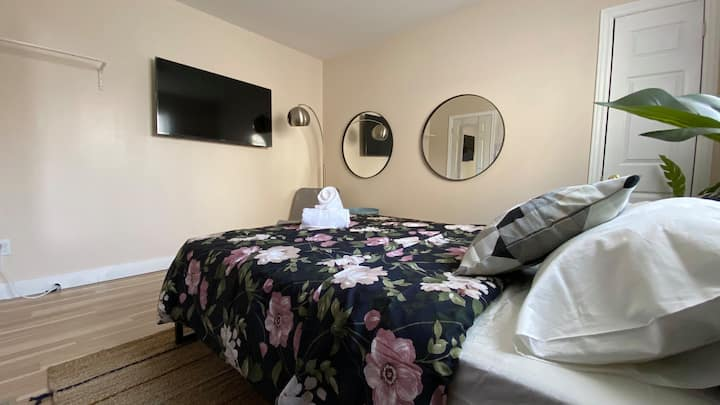 One private bedroom locate in Yonge and Sheppard!