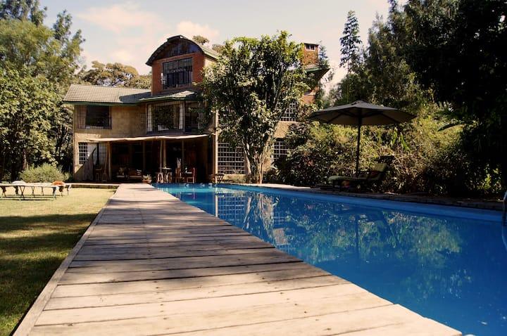 Meru House LEKISILAI ...exclusivity in wilderness