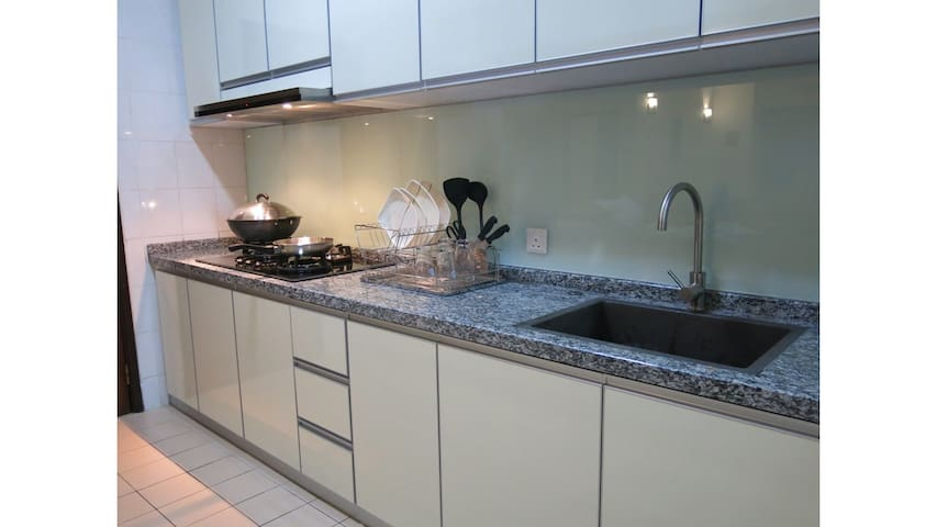 Fully equipped kitchen to prepare light meals