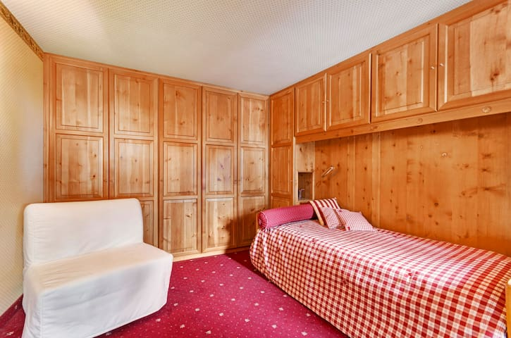 The second Bedroom - Two single beds