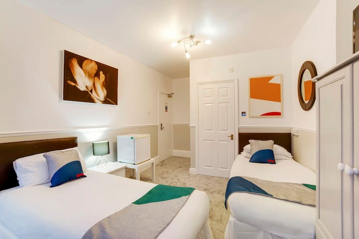 Bedroom - twin room