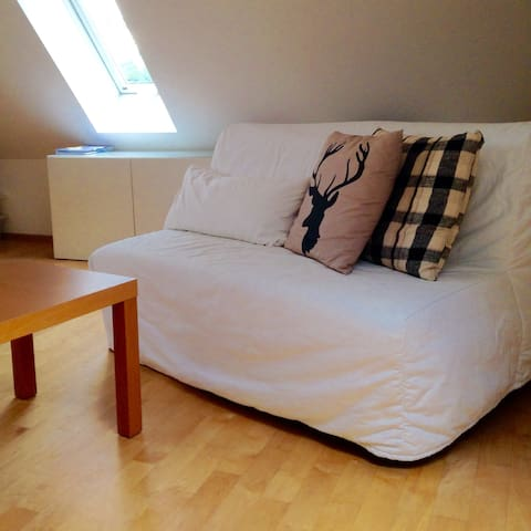 Bedroom with king size bed near city - Gräfelfing - Casa