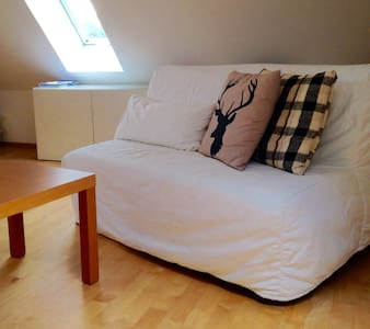 Bedroom with king size bed near city - Gräfelfing - 独立屋
