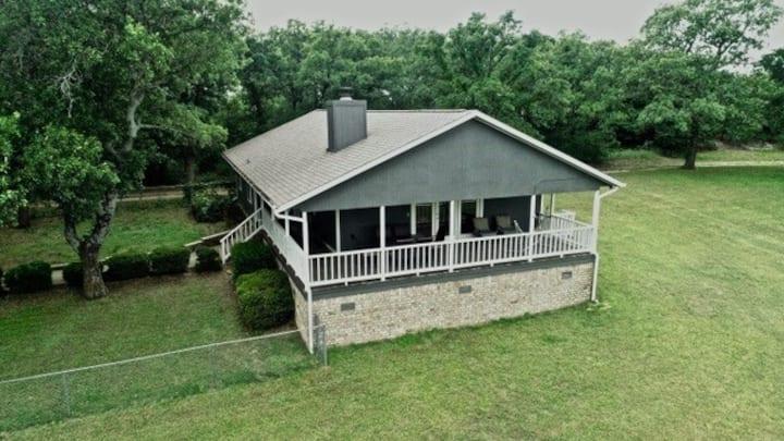 Meadow Lodge - 78 Acres & Lake @ Road Runner Ranch