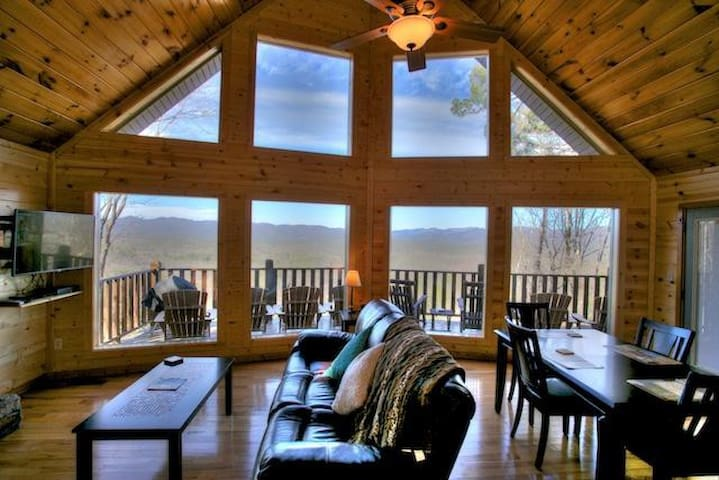 Magnificent Views from Mountain Top Cabin