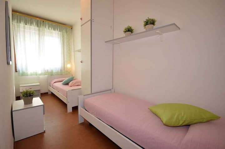 apt for 5+1 persons with a/c in Bibione R81916