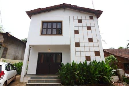 Lenny's Goa Retreat Villa, Double bedroom - Saligao - Pensió