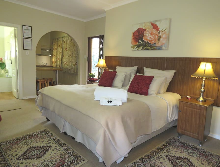 Hibiscus suite -king size or twin