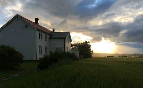 Feriehus på Øysand, landlig og sentralt