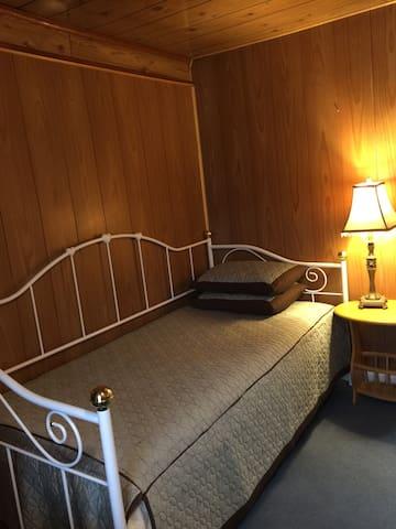 Log cabin room D