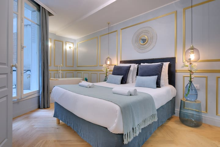 THE MARIE-ANTOINETTE SUITE in the GOLDEN TRIANGLE