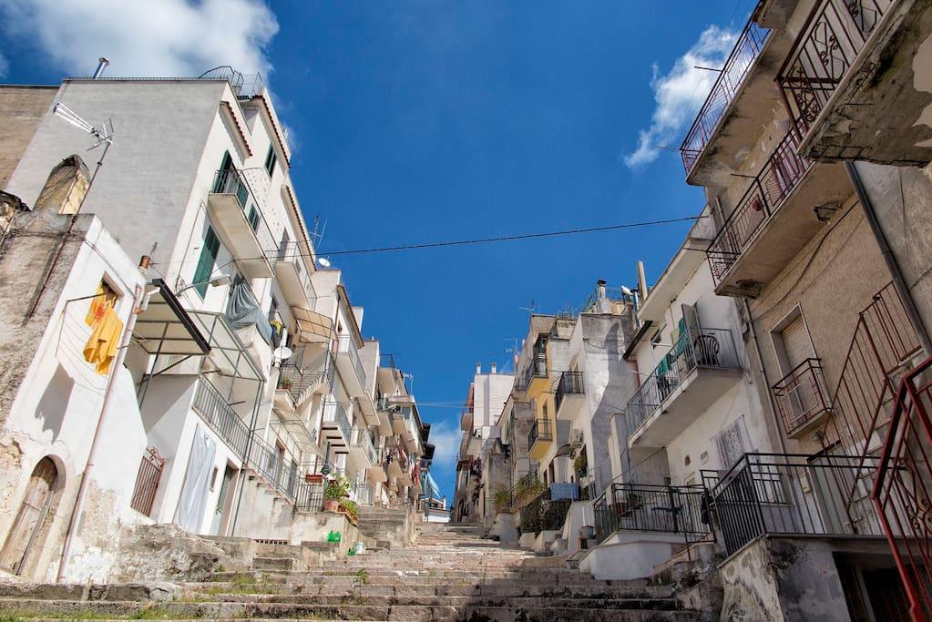 The house in the street (left) - Starda grann' (Via De Angelis), la casa (a sinistra)