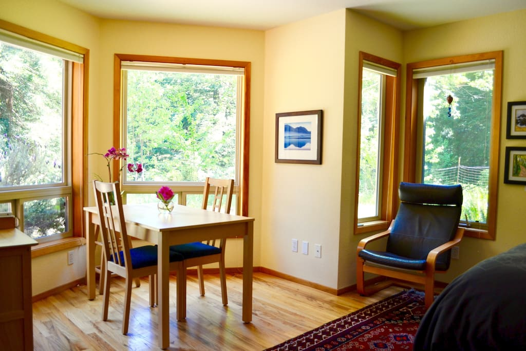 Enjoy breakfast in the sunny southeast-facing alcove, where deer, raccoons or foxes occasionally wander by.