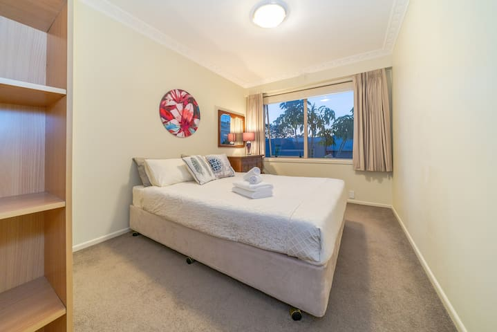 Birkenhead Super Cozy & Comfort Shared 2 Bedrooms