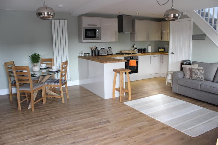 Luxury Cottage close to Leeds & Bradford Airport